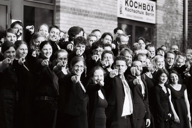 Zentralkapelle Berlin Blasorchester Gruppenfoto bei einem Sommerkonzert im Kesselhaus der Kulturbraueri