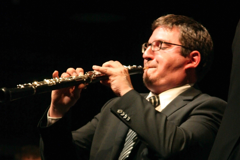 Solist Felix Goldbeck bei einem Konzert der Zentralkapelle Berlin, Blasorchester